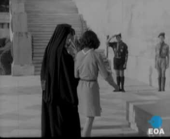 Κατάθεση στεφανιού από τον Μητροπολίτη Γαλλίας Μελέτιο και από Έλληνες προσκόπους του Βελγίου, της Γαλλίας και της Ισπανίας στο μνημείο του Αγνώστου Στρατιώτη