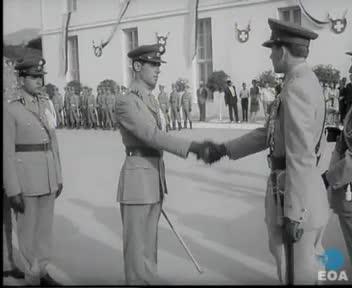 Ορκωμοσία νέων Ανθυπομοιράρχων στη Σχολή Αξιωματικών Χωροφυλακής παρουσία του Βασιλιά Κωνσταντίνου Β΄.