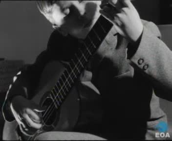 Επιστροφή του 11χρονου κιθαρίστα Κώστα Κοτσιώλη από την Ιταλία στην Αθήνα
