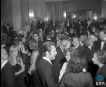 Γεύμα της Ένωσης Ξένων Ανταποκριτών με την ευκαιρία της συμπλήρωσης 60 ετών από την ίδρυσή της στο ξενοδοχείο «Μεγάλη Βρετανία» παρουσία του Πρωθυπουργού Κωνσταντίνου Καραμανλή.
