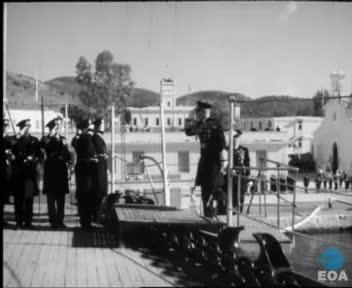 Εορτασμός της 41ης επετείου της ναυμαχίας της Έλλης στο θωρηκτό «Γ. Αβέρωφ» στον Πόρο παρουσία του Βασιλιά Παύλου.