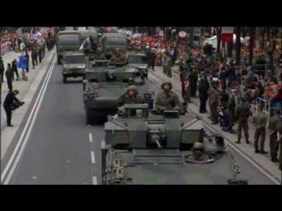 Parade auf der Wiener Ringstraße - Panzer