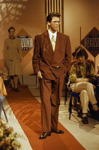 SERVICE SALON (11-2-1991)