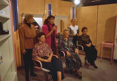 SERVICE SALON (1-10-1990)