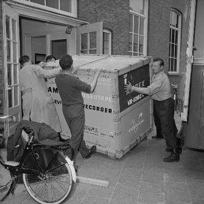Aflevering van eerste Ampex machine bij NTS