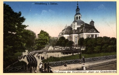 Hirschberg i Schles. Kirchgang der Hirschberger Jäger zur Gnadenkirche (Jelenia Góra - Kościół Św. Krzyża) [Dokument ikonograficzny]