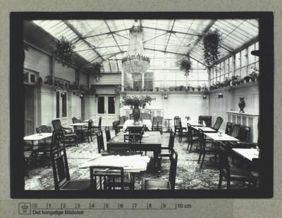 Frokostsalon, lysekrone og interiør fra Hotel Cosmopolite