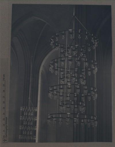 På Bjerget, Grundtvigs Kirke: Lysekrone d. 1. juli 1958