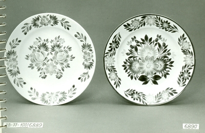 Festett tányérok