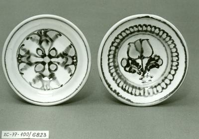 Kis mázas tányérok