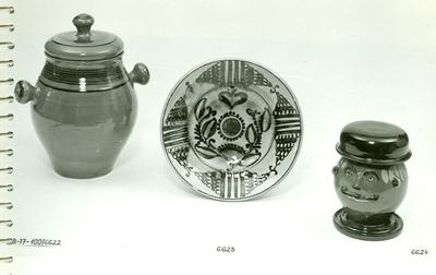 Fedeles bödön, Vámfalusi tányér és Fejformájú dohánytartó