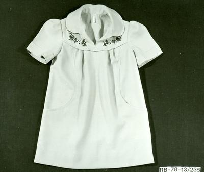20. modell Lineszter hímzett leányka ruha