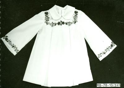 IV. Modell Napszövet alapú hímzett ruha