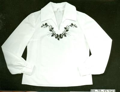 IV. Modell Gerbera hímzett blúz