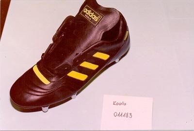 Az utolsó Adidas modellek - egy 20 éves kapcsolat vége. Enyedi Károly és Csizmadia Gyuláné technológusok irányításával. Modell: KOALA 011183