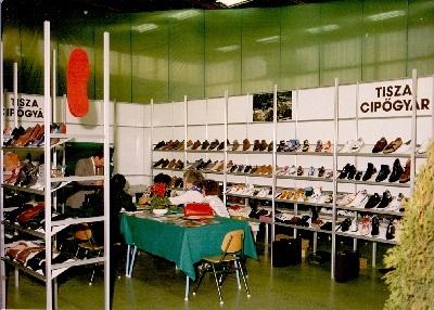 Cipő kiállítás - a Tisza Cipőgyár standja