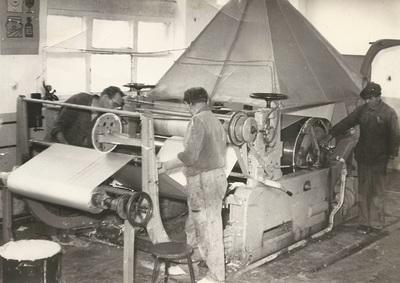 Nyilas Károly és brigádja: textilragasztók