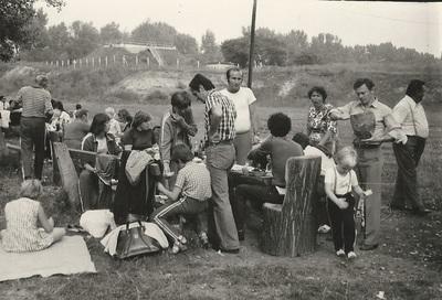 Brigádbuli a Gödörben - műszaki brigád családdal