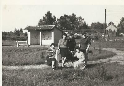 1. számú Inter (munkássszálló) lakói a Tiszaparton