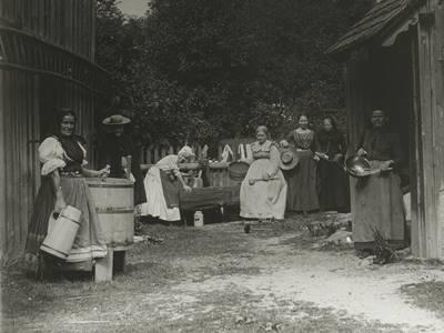 Üvegdiakép - Háztartási munkát végző nők