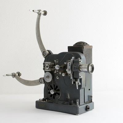 Bolex Model D vetítő