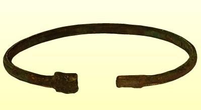Kígyófejes bronz karperec