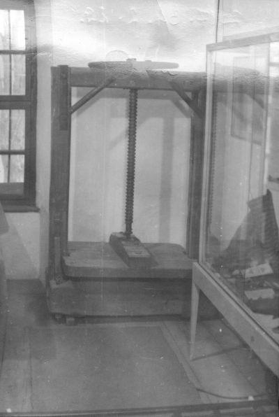 Fotó, pápai Kékfestő Múzeumban kendőprés