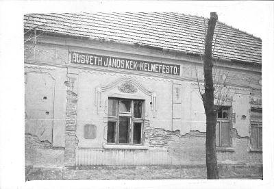 Fotó, Husvéth János kék és kelmefestő épülete