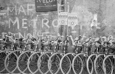 Utcakép kerékpárokkal