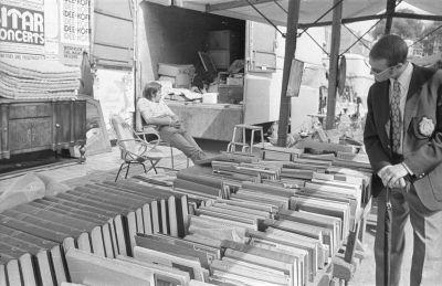 Könyvárus