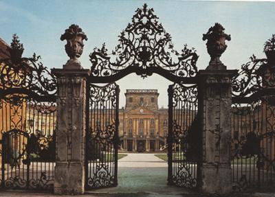 Fertőd: A kastély kapuja