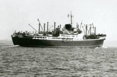Motonau COVADONGA , de la Cia Trasatlantica , navegant