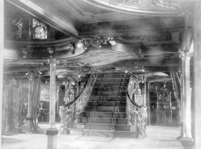 Escala del vestíbul del vapor ALFONSO XII 3 , de la Cia Trasatlàntica