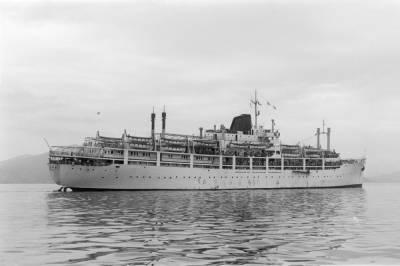 Motonau BEGOÑA , de la Cia Trasatlántica SA , navegant per aigües de Barcelona