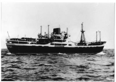 Motonau COMILLAS , de la Cia Trasatlantica , navegant
