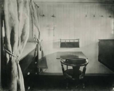 Interior d'una embarcació no identificada de la Cia Trasatlantica , camarot