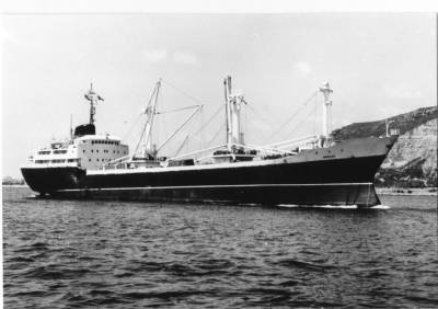 Motonau MERCED , de la Cia. Trasatlantica , entrant al port de Barcelona