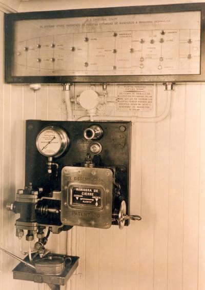 Paquebot CRISTOBAL COLON , de la Cia Trasatlantica , quadre de control del sistema de portes estanques