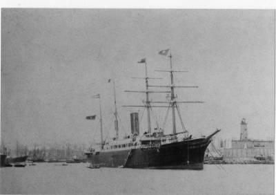 Vapor ALFONSO XIII 1 , de la Cia Trasatlantica , fondejat en la bocana del port de Barcelona