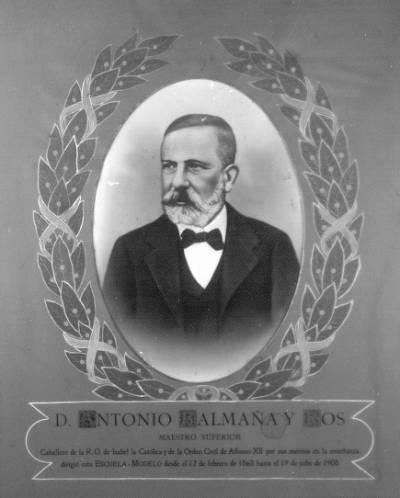 D. Antonio Balmaña y Ros. Maestro superior. Caballero de la R.O. de Isabel la Católica y de la Orden Civil de alfonso XII por sus méritos en la enseñanza, dirigió esta ESCUELA-MODELO desde el 12 de febrero de 1868 hasta el 19 de julio de 1908.