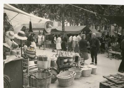 Parada de la cistelleria Olivas al mercat de Banyoles