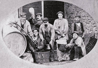 Els treballadors de Cal Col·lector de La Pobla de Segur.