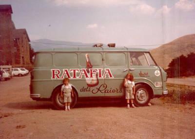 Furgoneta de l'empresa Portet de Ratafia dels Raiers de La Pobla de Segur.