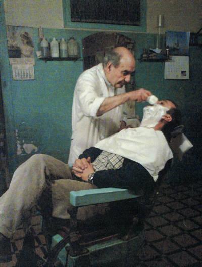 El barber de Tremp en plena acció
