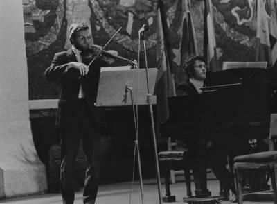 Actuació del duo integrat per Jürgen Besig, al violí  i Dieter Lallinger, al piano, concursants de la branca cambra, durant la prova final de la XIX edició del Concurs Maria Canals, al Palau de la Música Catalana