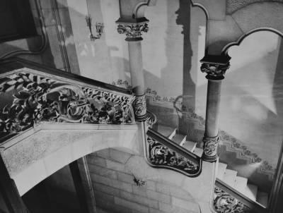 Reportatge fotogràfic de l'entrada de la segona seu de l'Acadèmia Ars Nova, al carrer Gran Via de les Corts Catalanes