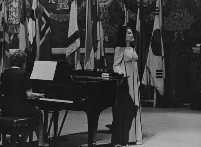 La cantant Shigeko Kasuga, durant la prova final de la XIX edició del Concurs Maria Canals, al Palau de la Música Catalana.