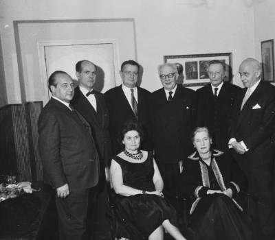 Retrat dels membres del jurat de la VIII edició del Concurs Internacional Maria Canals, en un despatx del Palau de la Música Catalana.