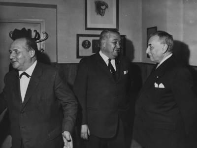 Rossend Llates, Antoni Julià de Capmany, i Armand de Gontaut Biron, durant la IX edició del Concurs Maria Canals, al Palau de la Música Catalana