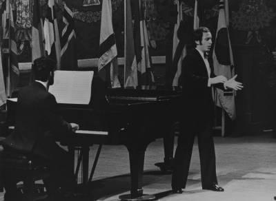 El cantant italià Paolo Barbacini, durant la Prova Final de la XIX edició del Concurs Maria Canals, al Palau de la Música Catalana.